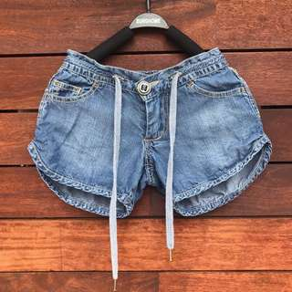 GUMBOOTS soft thin denim look shorts size 2-3