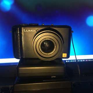 Lumix Lx3 with Leica lens
