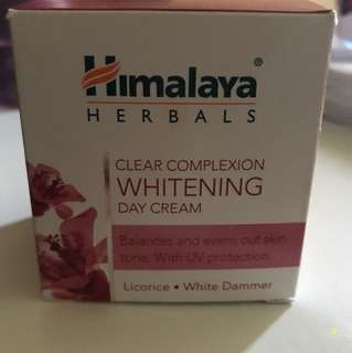 Himalaya herbals whitening day cream