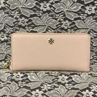 【TORY BURCH】YORK ZIP PASSPORT CONTINENTAL WALLET LIGHT OAK (40882 / SIZE OS) / 長銀包