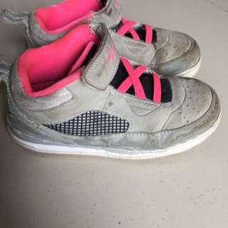 Sepatu jordan beli di America warna sudah pudar dan kotor kondisi seperti di foto