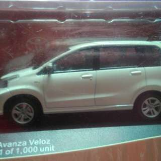 Miniatur Toyota Avanza Veloz