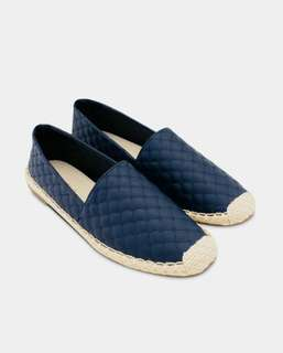 VINCCI SLIP ON SHOES