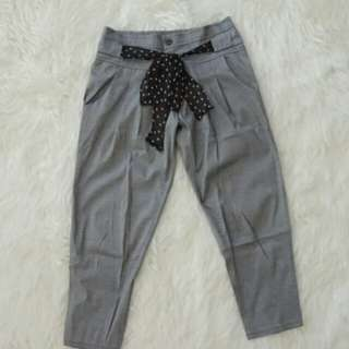 Celana abu-pita