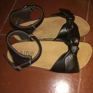 Alive Black Ribbon Sandal Ukuran 39