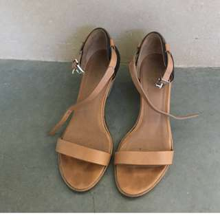Kupuri Tan and black summer heels