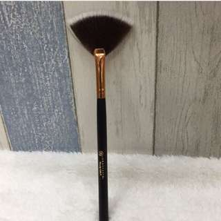 Anastasia small fan brush