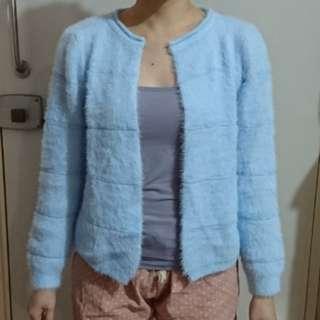 淺藍色毛毛外套