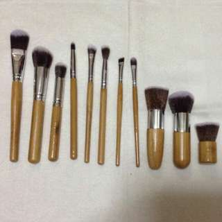 Eco-Friendly Makeup Brushes with Free Pouch