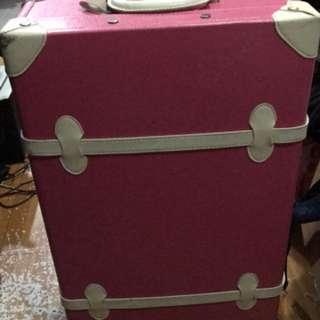 26寸桃紅色行李箱