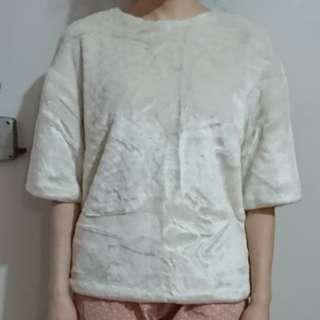 珍珠白毛絨面上衣