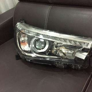 Hilux Revo Headlamp Lampu