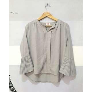 Ruffle hand blouse