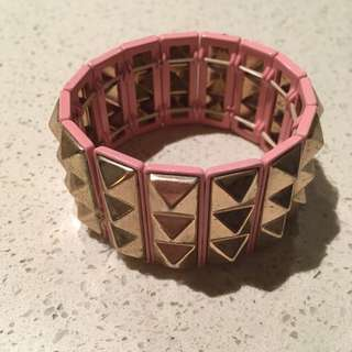 FREE SHIPPING: pink with gold studs bracelet