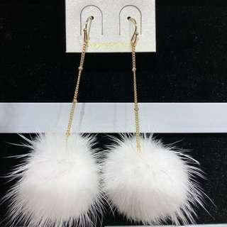 【韓國】時尚白色毛毛球耳環 所🈶️耳環買3送1⃣️