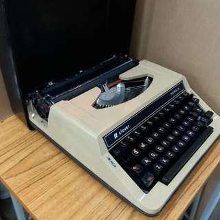 中古懷舊~打字機~~Work