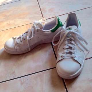 Adidas Stan Smith (US size 8 1/2) FREE DELIVERY!