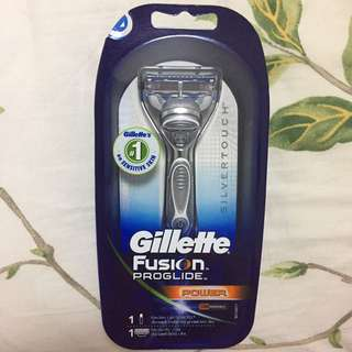 Gillette Fusion Proshield razor and Fusion Power blade