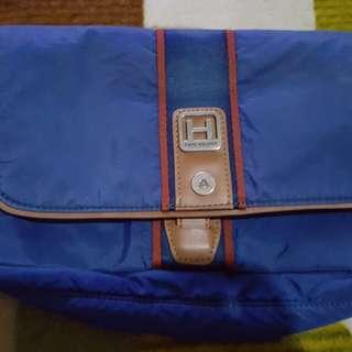Hedren sling bag