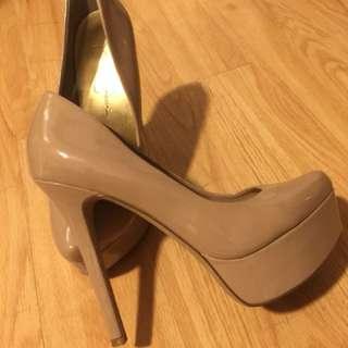 Jessica Simpson 6.5 Nude high heels