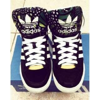 🚚 愛迪達運動鞋