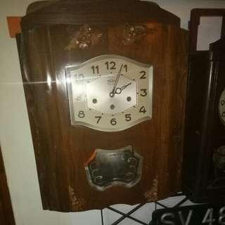 Wall winding clock