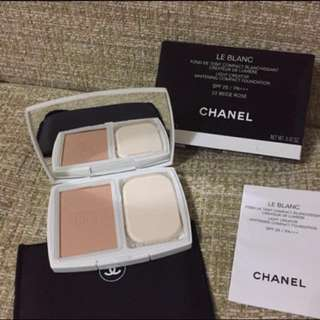 Chanel le Blanc foundation compact