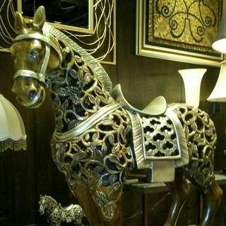 LUCKY BIG HORSE