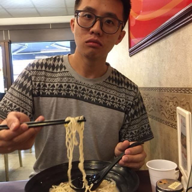 吃麵的男友