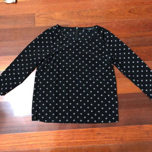 (AU 8) Glassons Black print top