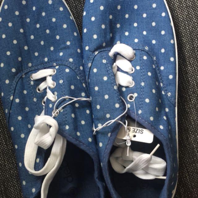 Blue Polka dot canvas shoes