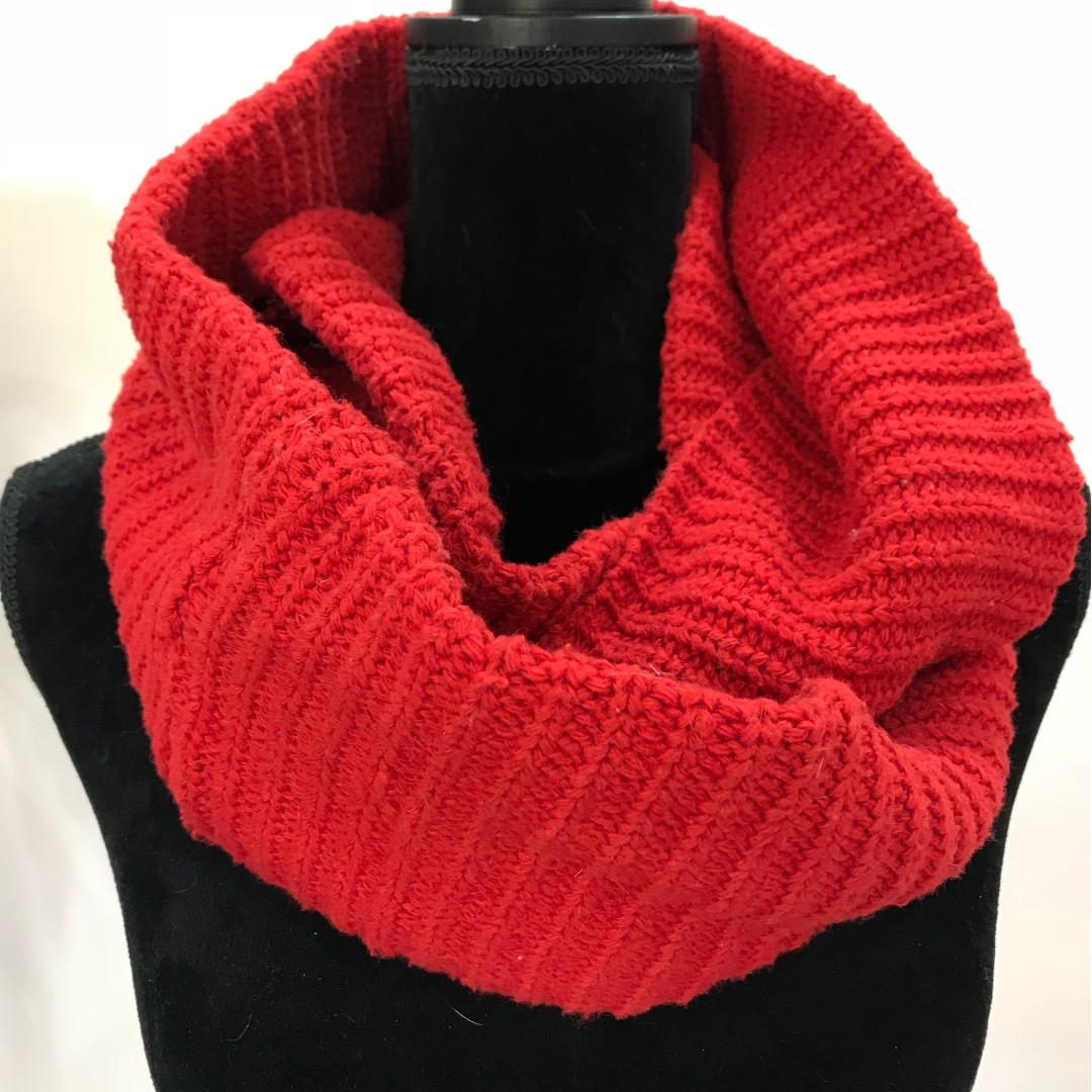 BRAND NEW Red Knit Neck Warmer Stole Scarf Snood (FROM JAPAN)