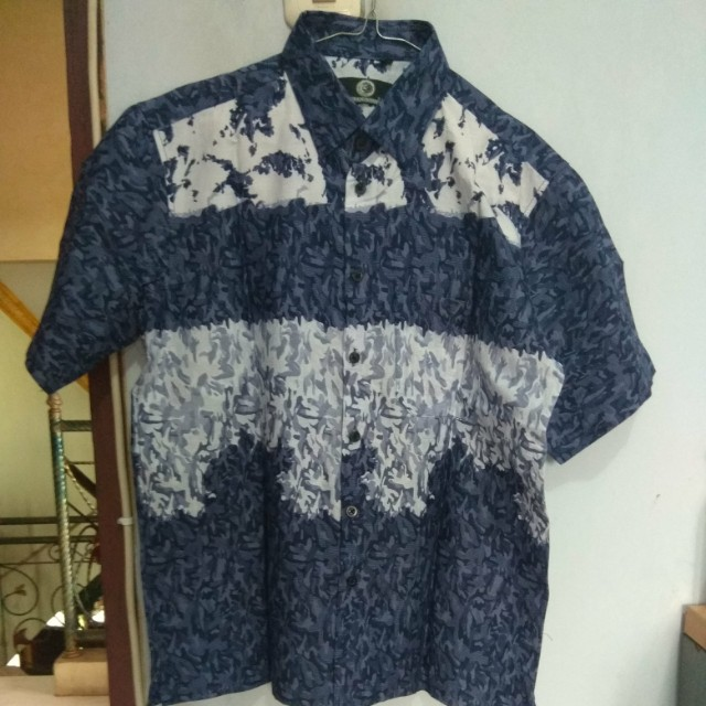 Fashio pria kemeja lengan pendek batik motif abstrak biru