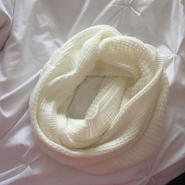 Garage infinity scarf (white)