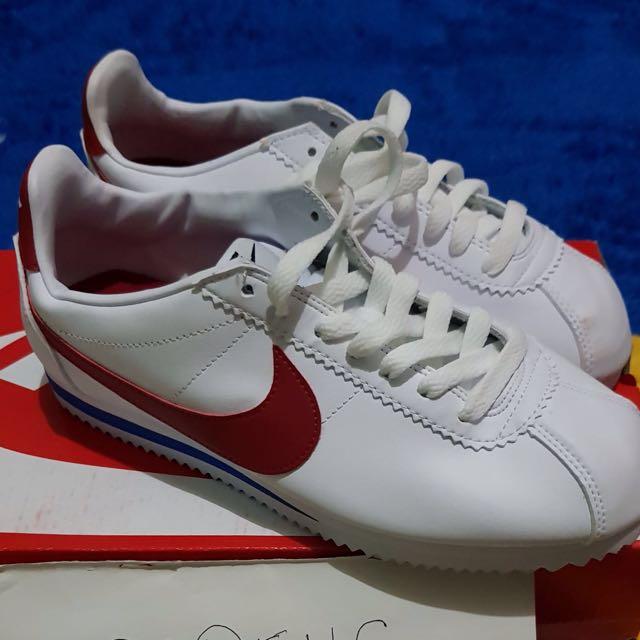 Nike cortez white red size 39,40,41,42 (women size chart) bisa untuk cowok tapi hitung cm nya)