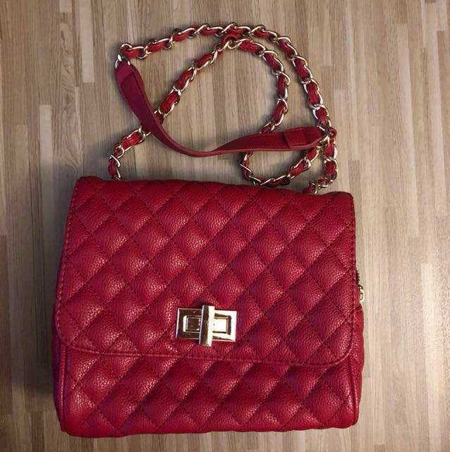 6d643ab3f157 Red Quilted Sling Bag, Women's Fashion, Bags & Wallets on Carousell