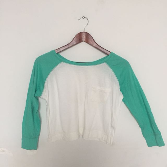 Reglan Longsleeve Crop Top