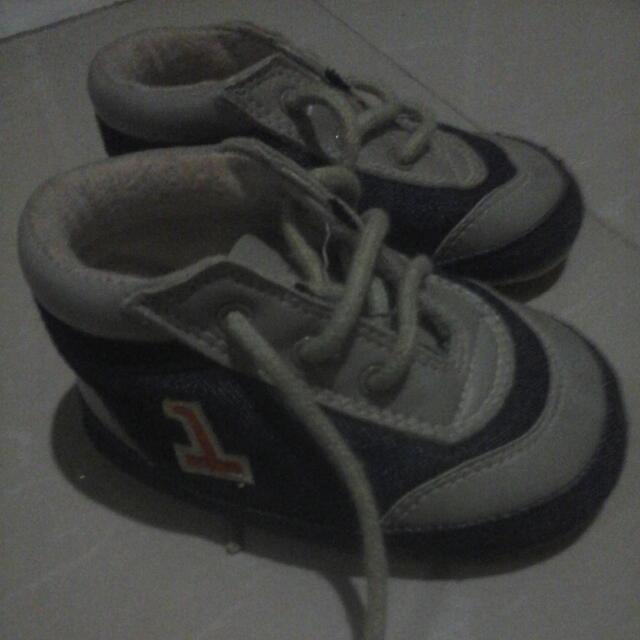 sepatu baby denim