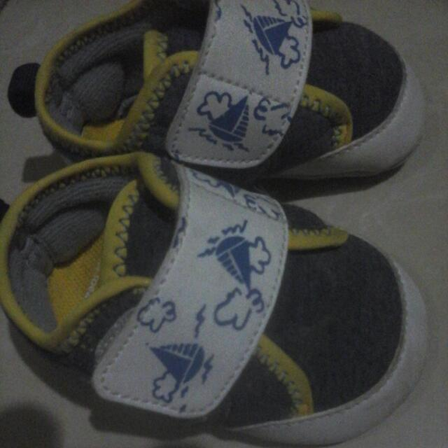 sepatu baby oshkosh
