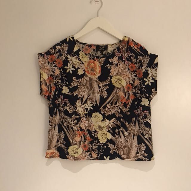 Summer floral pattern top
