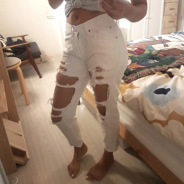 White fox boutique ripped white denim jeans