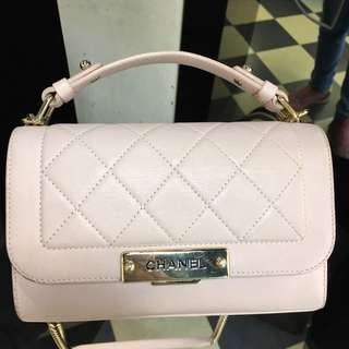 正品 85%新 Chanel 淺粉紅色牛皮菱格手挽斜揹袋