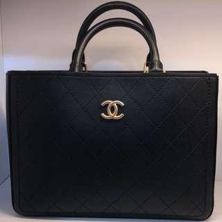 正品 全新 Chanel 黑色荔枝皮手挽上膊Tote Bag 連長帶