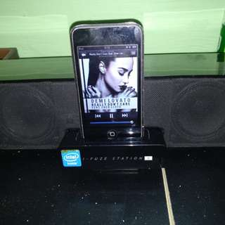REPRICED!!! FIXED PRICE - Edifier Portable Speaker with Ipod touch 8gb