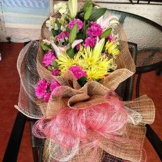 Bouquets malapit na valentines para sa mga pinakamamahal imported flower