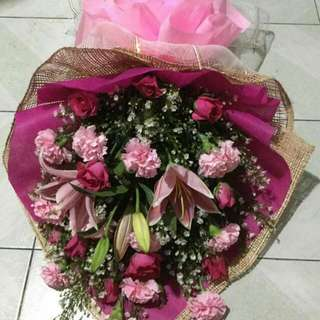 Bouquet message me for more pics...imported flower