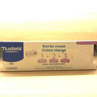 Mustela vitamin barrier creme. 100ml. Made in france. Mencegah dan mengurangi kemerahan pada kulit bayi akibat ruam popok sekaligus mencegah kekeringan kulit. Real pict.