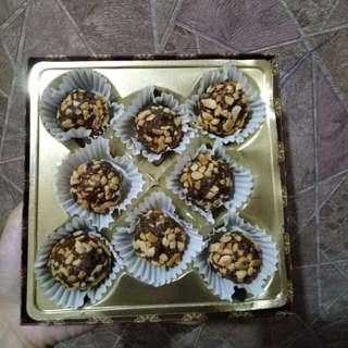 Coklat valentine isi kacang mete