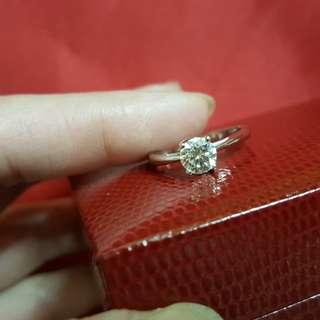 鑽石戒指 74份~大約係 I 色乾淨                      14號圈口                                                         保證真貨~如假包換~可以去驗證 如有興趣請pm我