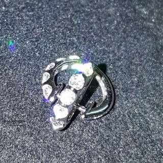鑽石耳環1對 18K 碎石28份 共10粒                                                          保證真貨~如假包換~可以去驗證 如有興趣請pm我